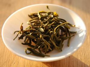 Feuilles infusées de Chun Xiang : thé vert chinois provenant de chez Unami