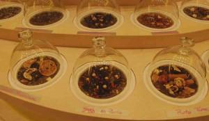 Cloche de senteurs de thés Tekoe : ici Kazz in Paris, la fabrication spéciale pour la boutique de la Gare de de Lyon.