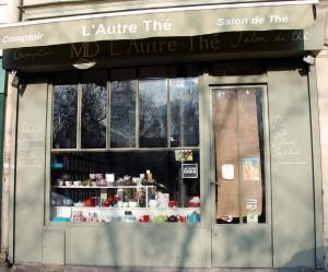 Boutique-salon de thé, L'Autre Thé, au 17 rue Lacharrière à Paris.