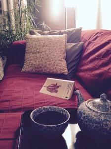 La nuit tombée, le dos bien calé, un livre pioché, un thé parfumé. C'est ça la sérénité.
