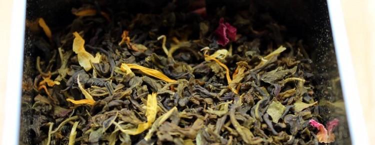 Feuilles du thé Jambo Paris de chez Cape and Cape dans la boîte
