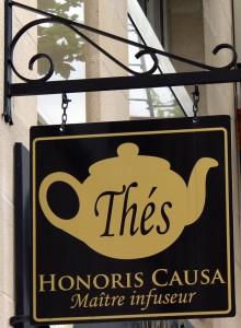 Enseigne de la maison de thé Honoris causa
