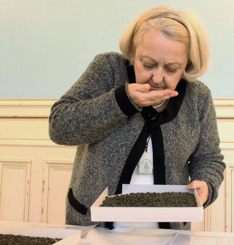 Sylviane Brisson, Présidente du Club des buveurs de thé au Salon de thé International Boyan.