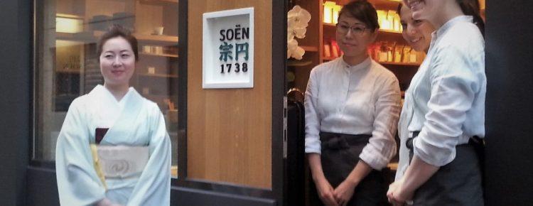 L'équipe de Soen 1738 devant la boutique