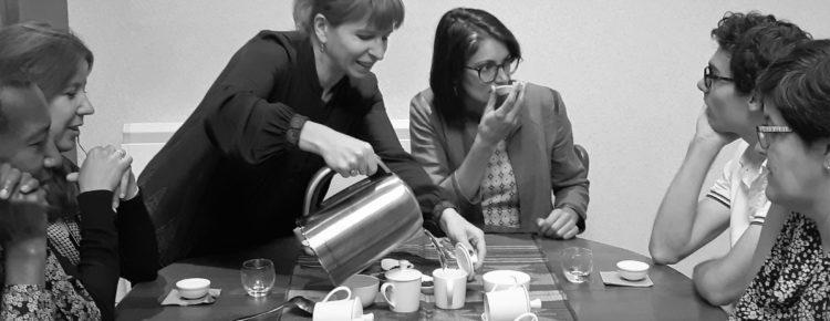 Séance de dégustation de thé : échanges autour des impressions de chacun