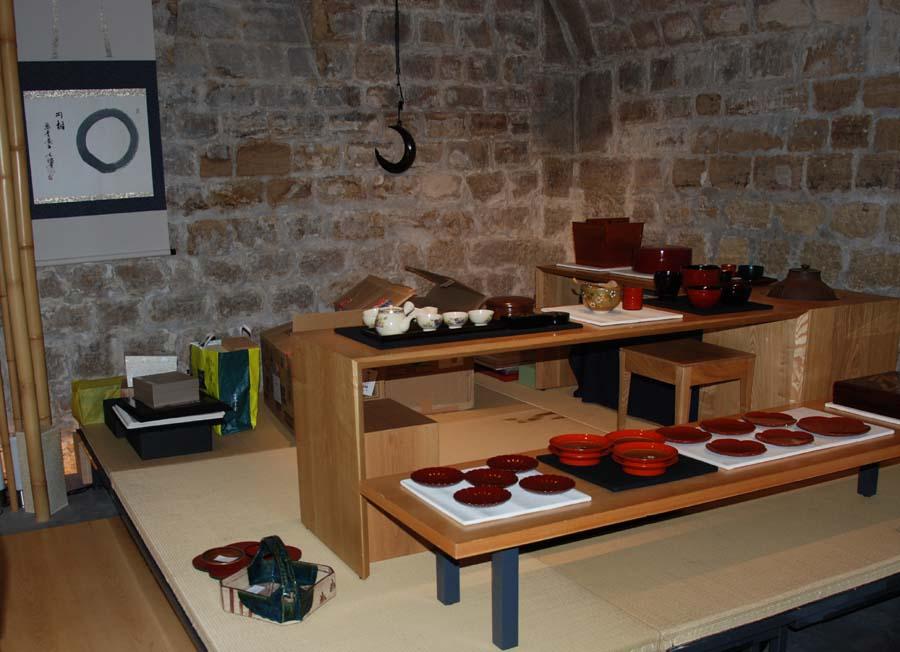 Sous sol de la boutique Jugetsudo où ont lieu les cérémonies Cha-Zen et des expositions temporaires