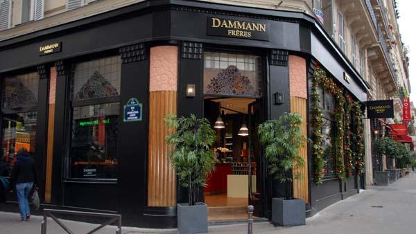 Boutique Dammann Frères de la rue Victoria à Paris, avec ses vitraux art déco.