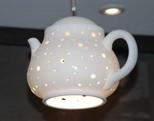 Lampe en forme de théière de la boutique Thé noir Café rouge