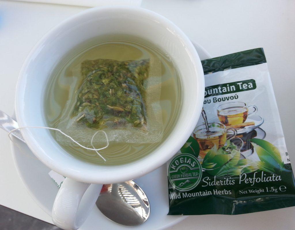 Mountain tea en sachet, parfumé à la menthe, au citron et à la camomille.