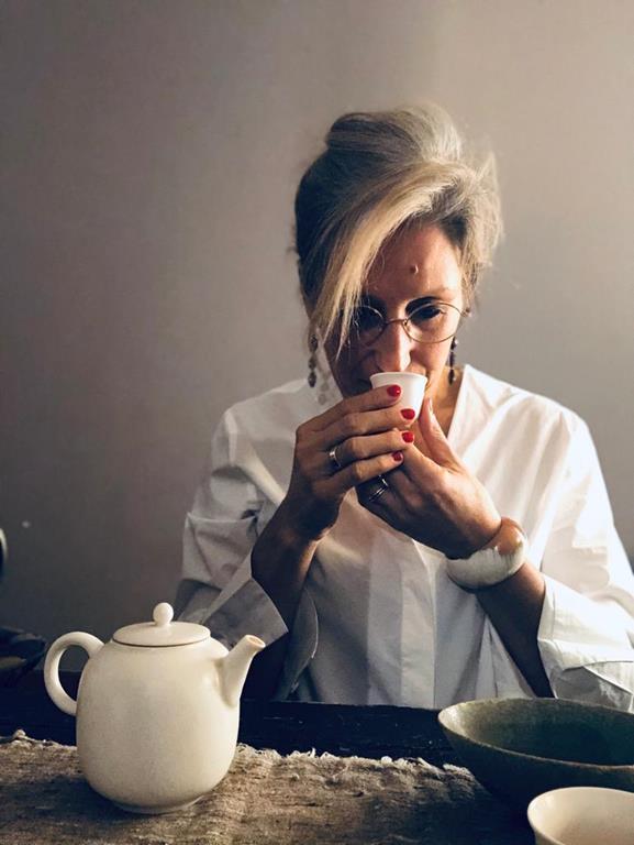 Portrait-de-Carine-Baudry, Experte en thé, fondatrice de la Quintessence
